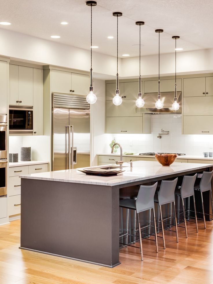 10 Cheap Kitchen Upgrades to Make Your Kitchen Look More Expensive Beautiful Kitchen Designs, Modern Kitchen Design, Beautiful Kitchens, All White Kitchen, White Kitchen Cabinets, Cheap Kitchen, Luxury Kitchens, Home Kitchens, Kitchen Interior