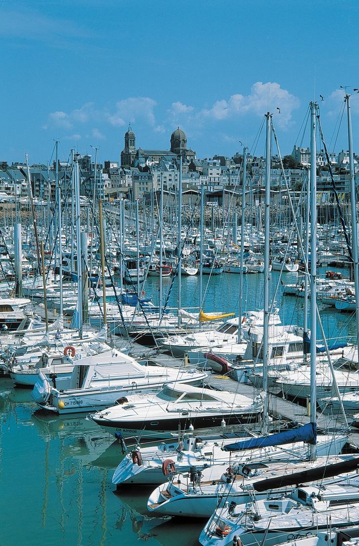 Le port de Granville dans la Manche. crédit photo Comité Régional de Tourisme pour Gîtes de France Normandie http://www.gites-de-france-normandie.com/