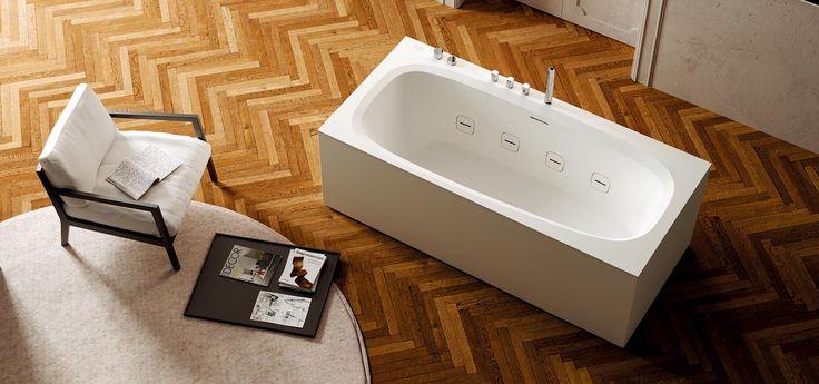 """Non serve tanto spazio per godere di un po' di """"wellness domestico"""". Basta una vasca standard di 170 x 75 cm per esempio per avere l'idromassaggio. Occorre predisporre una idonea presa elettrica in bagno e poco altro."""