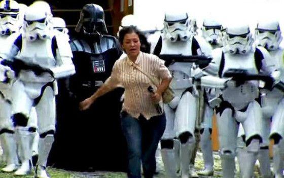 Exército de Stormtroopers ataca pessoas em pegadinha do Silvio Santos