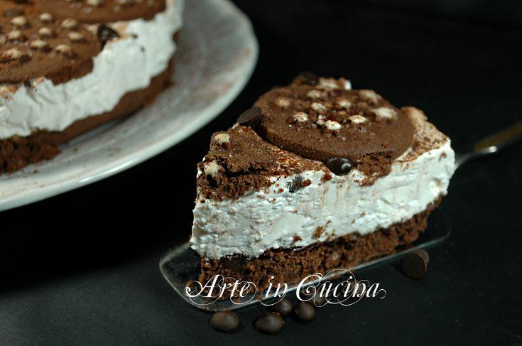 Cheesecake al cioccolato con pan di stelle senza cottura, ricetta facile, veloce, dolce freddo senza forno, torta fredda estiva ideale per feste e buffet.