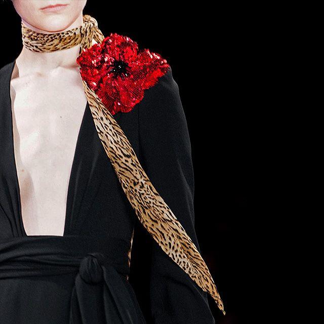 На заметку: как носить шейный платок этой весной