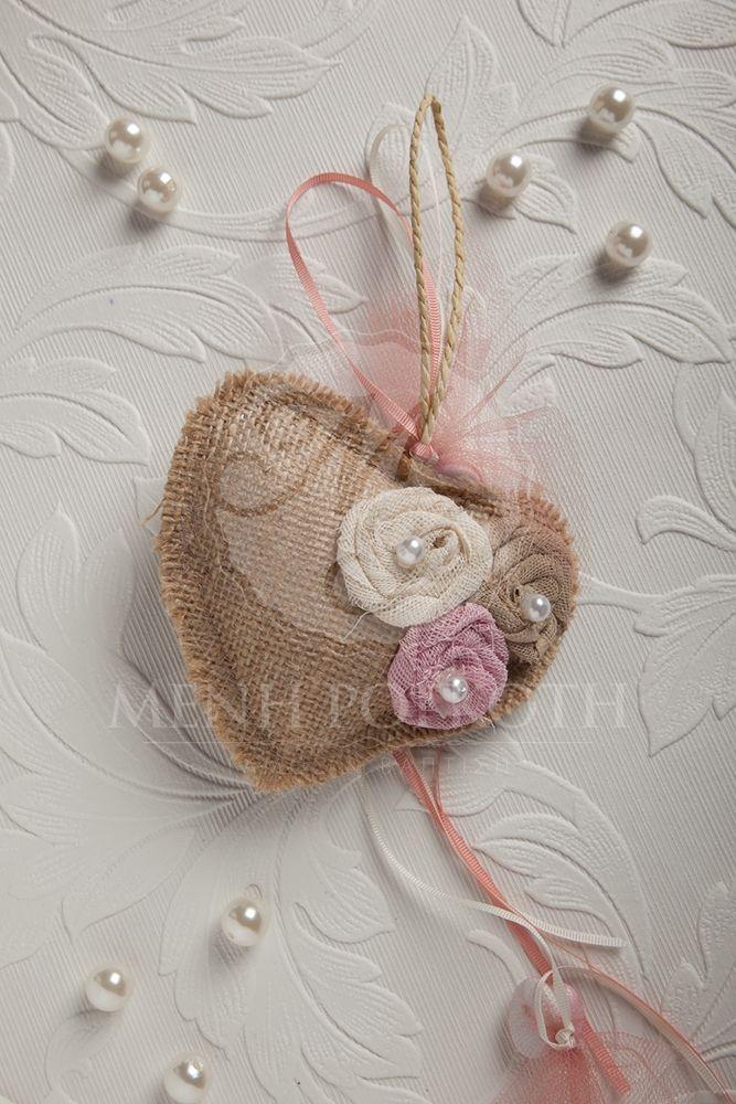 Χειροποίητη μπομπονιέρα βάπτισης για κορίτσι καρδιά με υφασμάτινα λουλούδια