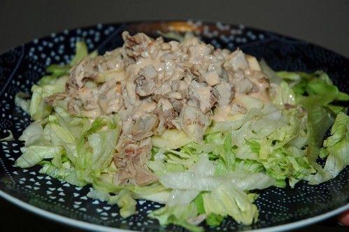 Ensalada de pollo y piña!. Pollo cocido enfriado, piña, manzana, lechuga, (opción a huevo cocido o picatostes). Salsa: salsa rosa. (opción salsa de mostaza).