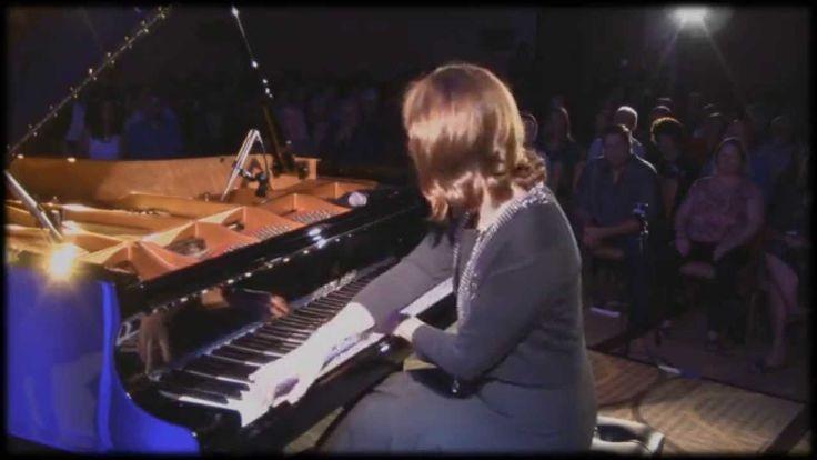"Christine Brown - Best Album Awards Concert performance of ""Shiver"" on  a Shigeru Kawai piano."