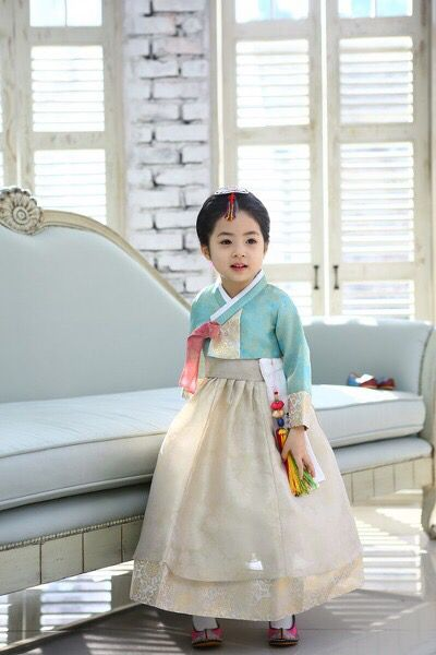 Little girl's hanbok ADORABLE