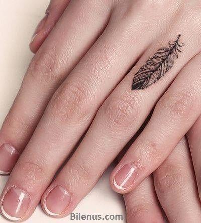 Parmak için Kullanılan Küçük Tüy Dövme Modelli