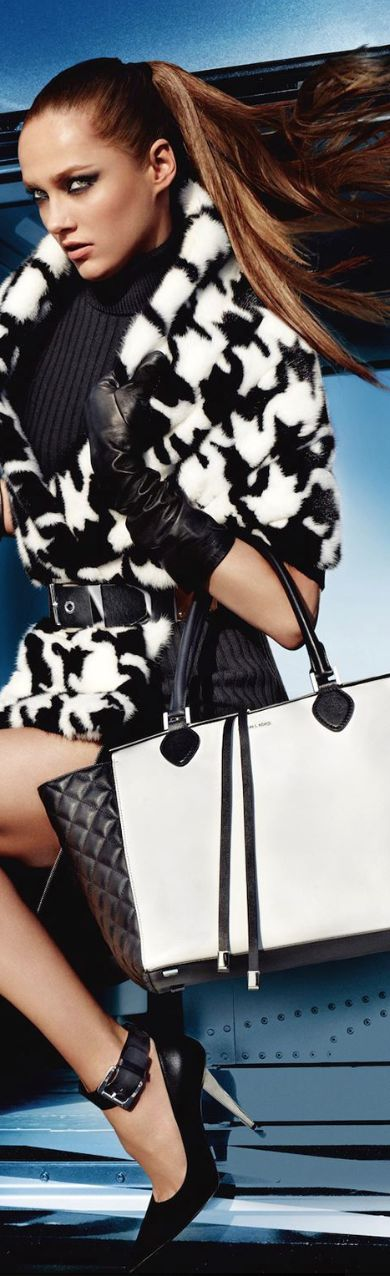 Michael Kors Seguici diventa nostra fan ed entrerai nel mondo fantastico del Glamour  Shoe shoes scarpe bags bag borse fashion chic luxury street style moda donna
