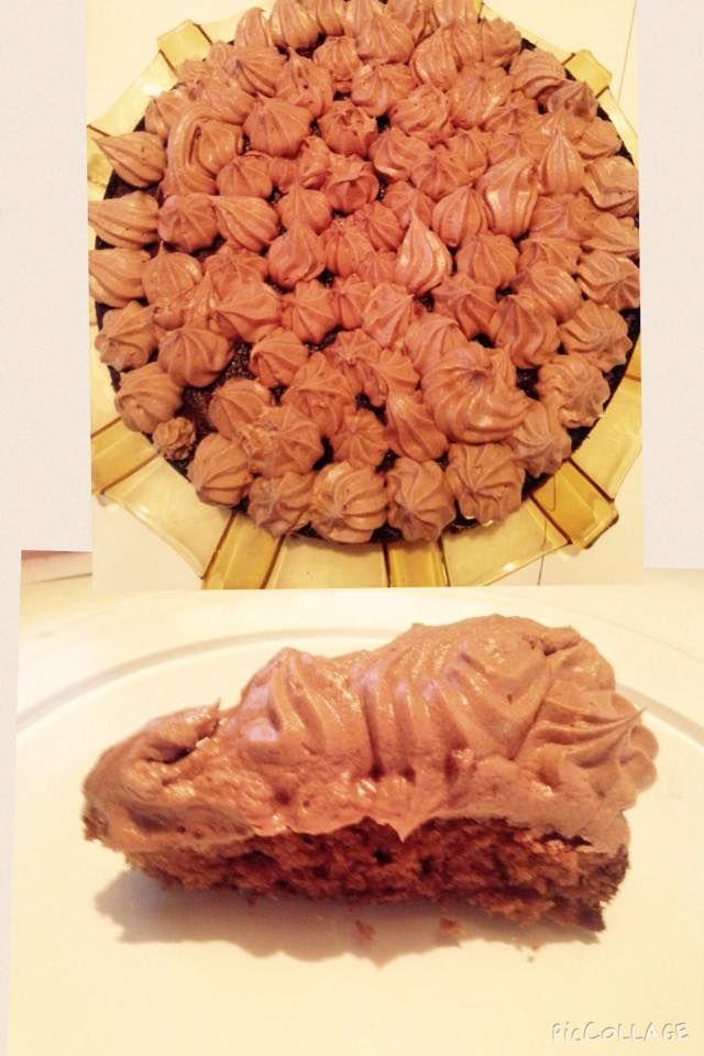 Nydelig og lettvint kake som jeg fant oppskrift på i et ukeblad for lenge siden :) Oppskrift: 2 egg 200 gr sukker Piskes til eggedosis 200 gr mel 1/2 pl. smeltet kokesjokolade 2 ts bakepulver 1, 5 …