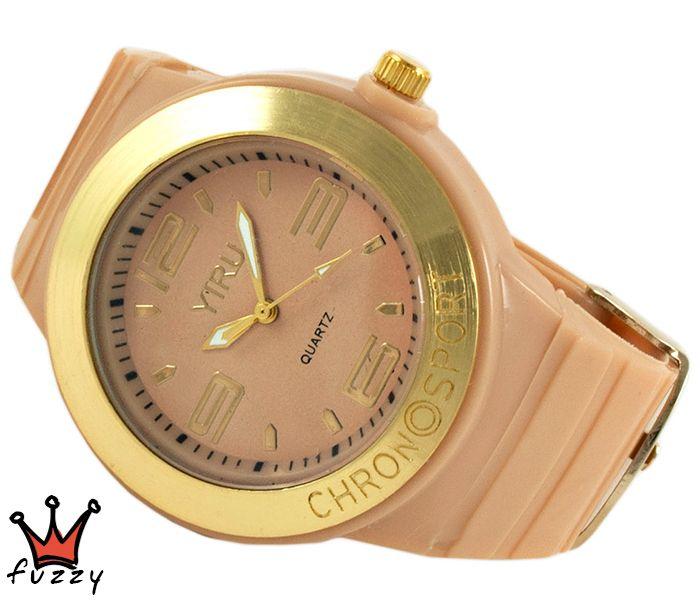 Γυναικείο νεανικό σπορ ρολόι, με κάσα σε μπεζ και χρυσό χρώμα και μεγάλα νούμερα στο εσωτερικό του.  Πλαστικό λουράκι σε μπεζ χρώμα. Διάμετρος καντράν 40 mm