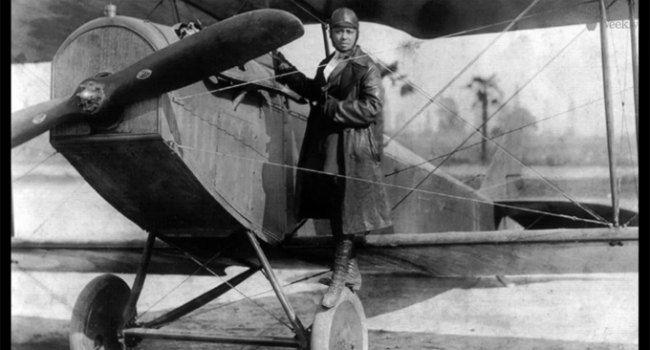 Elizabeth 'Bessie' Coleman nació en Atlanta, Texas, el 26 de enero de 1892 y murió en Jacksonville, Florida, el 30 de abril de 1926. De pronto, su nombre se menciona hoy en las redes sociales. ¿Por qué? Ella fue la primera mujer afroamericana piloto de la historia  y la primera persona de ascendencia afroestadounidense que obtuvo una licencia internacional de piloto.