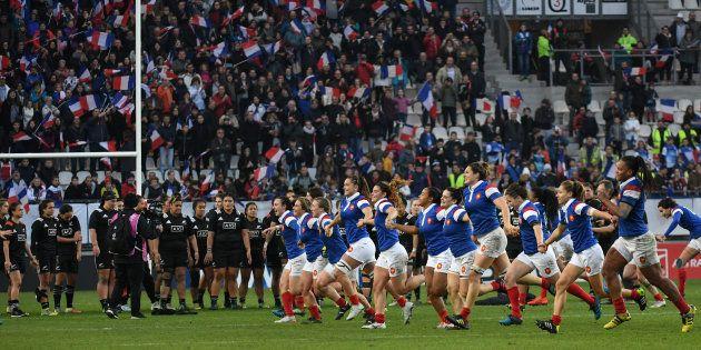 Pour La Toute Premiere Fois L Edf De Rugby Feminin Bat La Nouvelle Zelande Equipe De France Feminine Rugby Equipe De France
