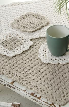 crocheted place mat and coasters