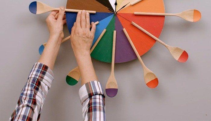fabriquer une horloge murale haute en couleur avec youjustdo mes loisirs cr atifs. Black Bedroom Furniture Sets. Home Design Ideas