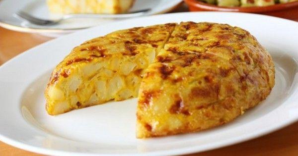 Тортилья с картофелем и луком: самый популярный завтрак в испанском баре!