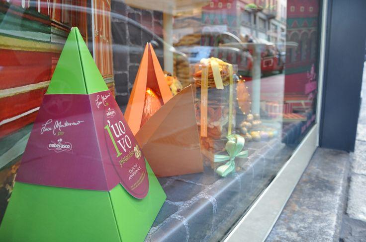Una ricetta esclusiva, ideata dal mastro pasticcere Luca Montersino per Noberasco 1908: un doppio strato di cioccolato che racchiude una crema morbida di nocciole e granelle croccanti per un contrasto goloso