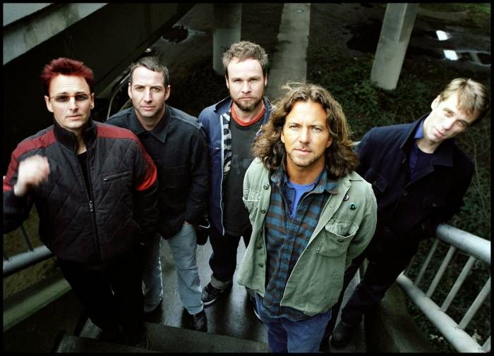 USA Today: as 20 maiores bandas de todos os tempos nos  - 01. PEARL JAM 02. AEROSMITH 03. VAN HALEN 04. THE EAGLES 05. JOURNEY 06. GUNS N' ROSES 07. THE GRATEFUL DEAD 08. QUEENSRYCHE 09. THE DOORS 10. R.E.M.  11. THE ALLMAN BROTHERS BAND e FLEETWOOD MAC (empate) 12. METALLICA 13. KISS 14. THE  RAMONES 15. BRUCE SPRINGSTEEN AND THE E STREET BAND e CREEDENCE CLEARWATER REVIVAL (empate) 16. DAVE MATTHEWS BAND e LYNYRD SKYNYRD (empate) 17. THE BEACH BOYS 18. NIRVANA 19. THE REPLACEMENTS 20. BON…