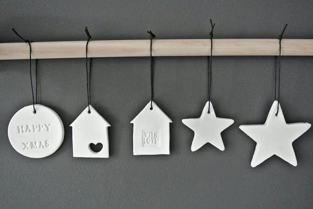 Daddy Cool!: Φτιαξτε πανεμορφα Χριστουγεννιάτικα σπιτάκια και γουρια από πηλό