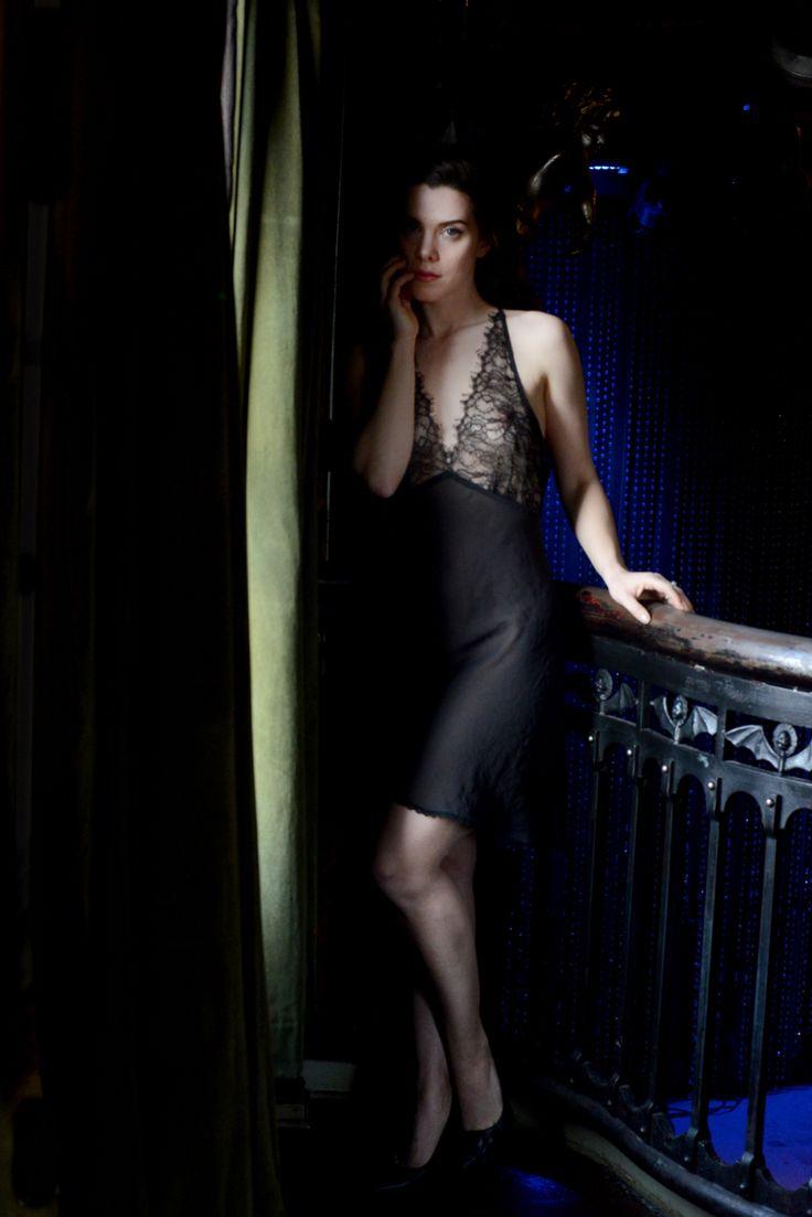 Nicole Vaunt Nude Photos 36