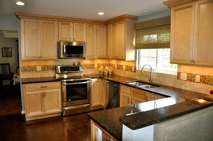 Natural Maple Kitchen Transitional with Two-tone Cabinets Contemporary Hot Plates and Burners