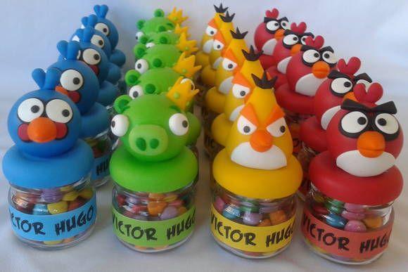 Mini Potinho de vidro decorado em biscuit com personagens do Angry Birds. Acompanha tag adesivo personalizado com nome.  Pedido mínimo de 20 unidades.  *não acompanha recheio* R$ 5,90