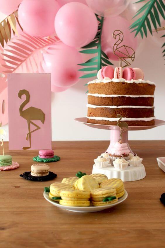 decoracao de festa mesa do bolo flamingos e macarons