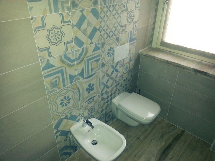"""Rivestimento bagno con decori in """"Cementine"""" - Bathroom wall decorations in """"Cementine"""""""