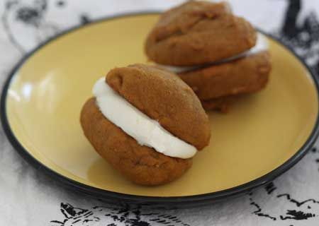 Pumpkin Whoopie Pies #pumpkin #treats #whoopiepies: Cream Cheese, Baby Shower Foods