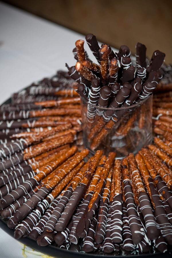 dipped pretzels...love the chocolate and white chocolate drizzle