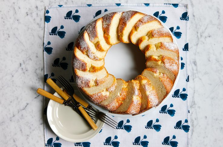 Mary Lincoln's White Almond Cake
