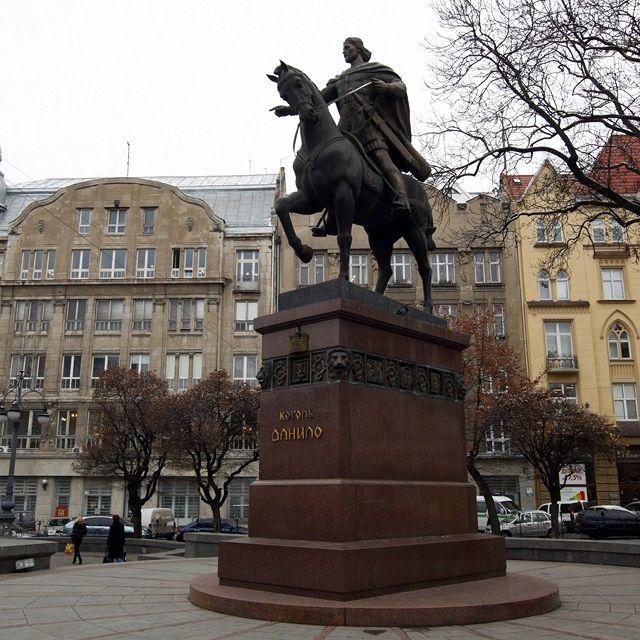 La statua di re Daniele di Galizia #Leopoli #Ucraina