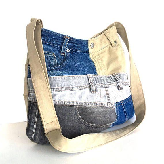 Ce sac a une forme unique. Je l'ai fait de plusieurs pièces de denim recyclé et un pantalon chino. Vous trouverez bleu foncé, kaki, gris clair et gris foncé sur ce sac. Avant et arrière ont des conceptions totalement différentes. Il a une ouverture en forme de V ouverte et une courbe et la base plus large. Ce sac est entièrement doublé avec un tissu en mélange de coton kaki. Il dispose de 3 poches extérieures sur le dos et devant et 2 poches intérieures Un bouton pression magnétique…