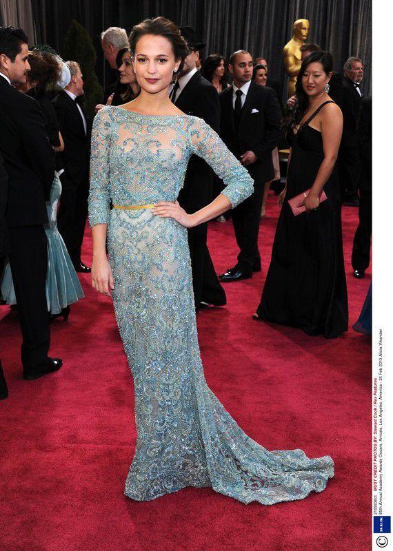 Alicia Vikander w suknie Elie Saab na rozdaniu Oscarów 2013, fot. East News