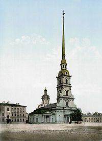 La Catedral de San Pedro y San Pablo de San Petersburgo es la más celebrada obra de Domenico Trezzini - Domenico Trezzini (Astano, 1670-San Petersburgo, 19 de febrero de 1734) fue un arquitecto suizo que desarrolló el Barroco Petrino de la arquitectura rusa.