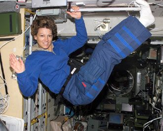 NASA astronaut Eileen Collins was the first woman to command a space shuttle mission, a role that required an astronaut to have at least 1,000 hours of experience piloting jet aircraft. Collins commanded the STS-93 space shuttle mission in July 1999, and went on to command a second time in July 2005.