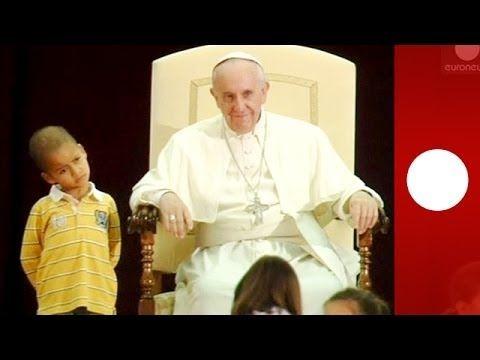 questo bambino non vuole lasciare papa francesco