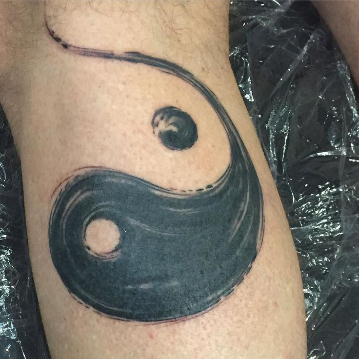 Follow and tag @inkedmagz to get featured This was a cover up but forgot the before pic !! Asian brush stroke abstract ying yang sign. This was fun and had a good flow with placement and covered up great. #lifeartcreations #losangelestattoostudio #yingyang #brush #stroke #abstract #tattoo #tattlife #legtattoo #coveruptattoo #symbolism #customflow by inkpusherla