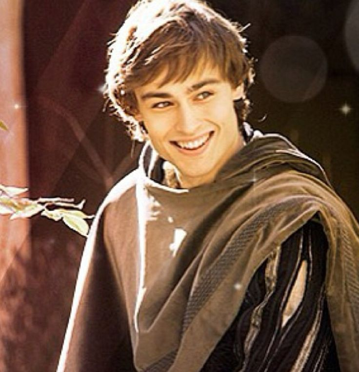 Douglas Booth as Romeo Montague | Romeo and Juliet 2013 ...