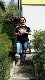 http://www.shein.com/Cold-Shoulder-Rock-N-Roll-Skull-Graphic-T-Shirt-BLACK-p-331128-cat-1738.html?utm_source=deryaninsporgunlugu.com&utm_medium=blogger&url_from=deryaninsporgunlugu