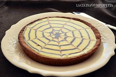 La torta mocaccina del maestro Ernest Knam è una straordinaria torta al cioccolato fondente, caffè e cioccolato bianco. La torta mocaccina è lunga e complessa da preparare ma il suo gusto è decisamente unico.