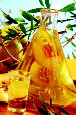 Nalewka z pigwy http://www.kobieta.pl/gotowanie/przepisy-kulinarne/napoje/zobacz/artykul/nalewka-z-pigwy/?utm_source=kobieta&utm_medium=podobneteksty&utm_campaign=podobne