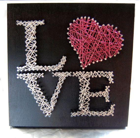 Love String Art Letras decorativas - Blog Pitacos e Achados - Acesse: https://pitacoseachados.wordpress.com - https://www.facebook.com/pitacoseachados - https://plus.google.com/+PitacosAchados-dicas-e-pitacos - #pitacoseachados