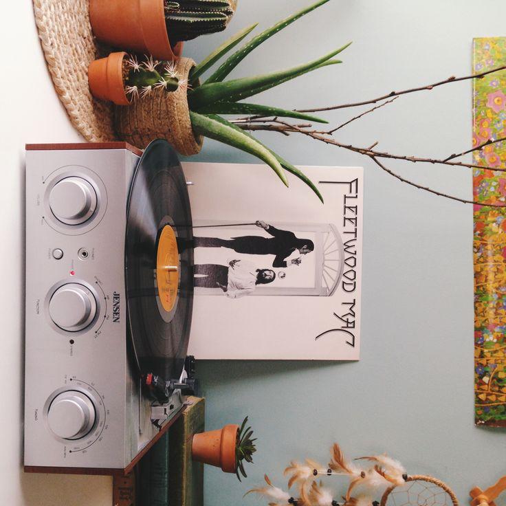 Vinyl essential / UO Employee Space