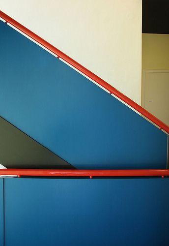 Bauhaus Dessau staircase. #arquitectura #escaleras #barandillas #pasamanos