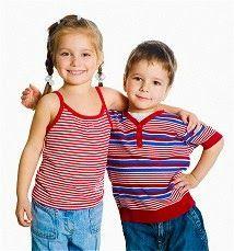Μικρή Αγκαλιά: Χτίζοντας μια σχέση για αγαπημένα αδέρφια