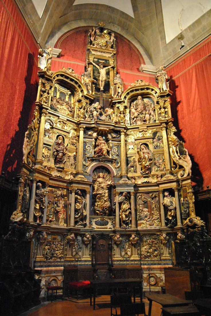 JUAN DE JUNI: Retablo mayor de Santa María de la Antigua de Valladolid. Destaca la sustitución de la clásica columna abalaustrada por columnas corintias de fuste estriado.