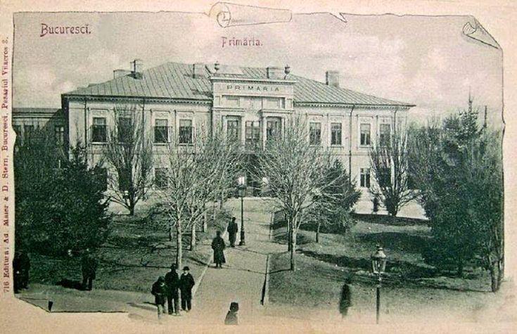 Bucuresti - Primaria Capitalei in 1903, localizata la Universitate, in casa Hagi Moscu. In prezent, pe aceste locuri se gaseste Teatrul National.