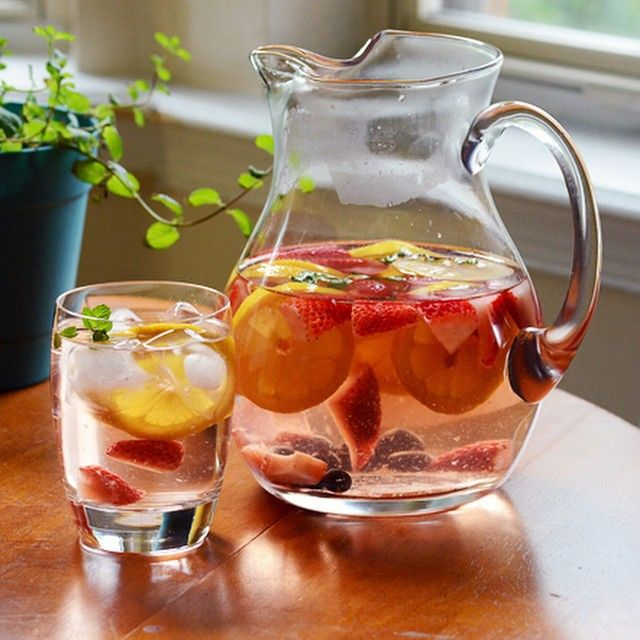 """""""- WEIGHT LOSS DETOX WATER OF THE DAY -  Orange Lemon Strawberry Mint Water -  INGREDIENTS  - 1 orange, thinly sliced 1 lemon, thinly…"""""""