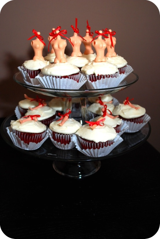 Dexter cupcakes....the epitome of AWESOMENESS! I would do a couple things different but it's still awesome!