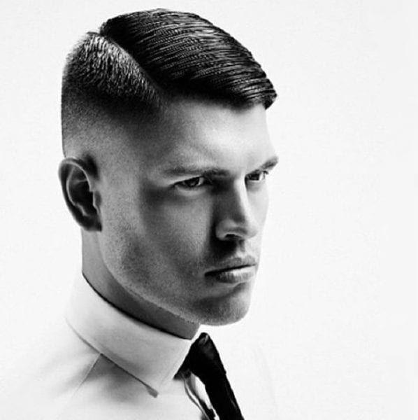 Kurzhaar Scheitel Frisuren Manner Mannerfrisuren Der Seitenscheitel Mannerfrisuren Der Sei Manner Kurze Haare Frisuren Kurze Haare Stylen Rockabilly Frisur